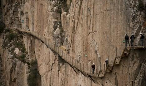 Tiptoe along the 'world's scariest footpath' online