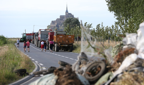French farmers' protest cuts off Mont-St-Michel