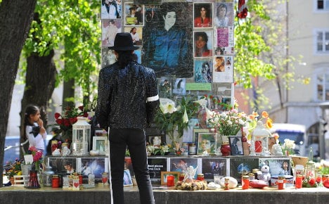 Michael Jackson shrine may have to beat it