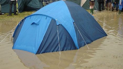 Hundreds flee floods at music festival campsite