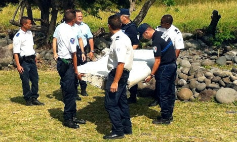 Réunion's plane debris to be probed in France