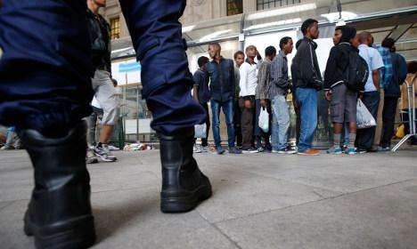 Refugees shun Sweden over long waiting times