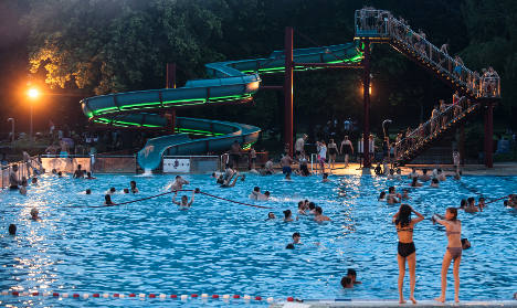 Man attacks pool party crowd with pepper spray