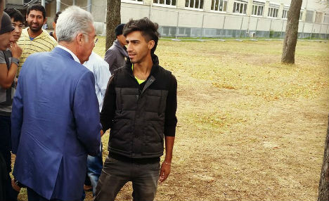 Ministers pay surprise visit to refugee camp