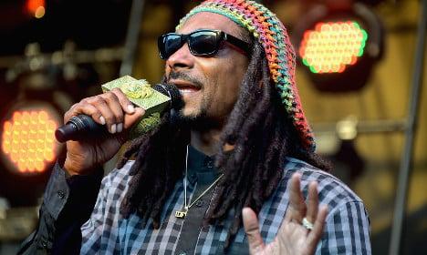 Rapper Snoop Dogg held by Italian customs