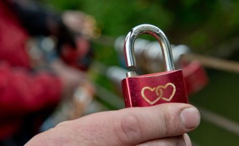 1/3 Germans seek lovers with bulging wallets