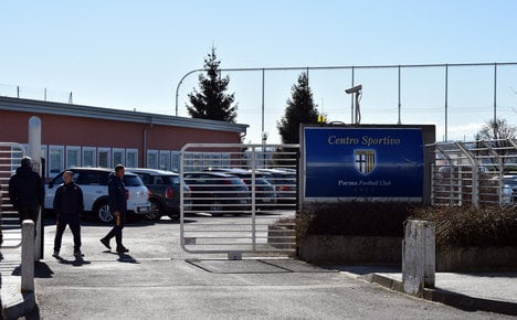 Broke Parma FC forced to flog off trophies