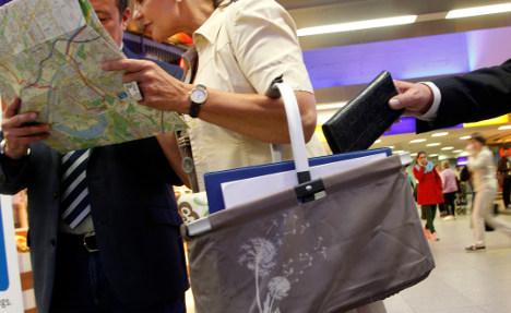 Pickpockets hitting rail passengers: police