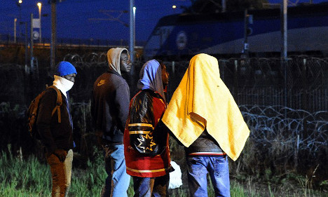 Migrants step up efforts to cross Channel Tunnel