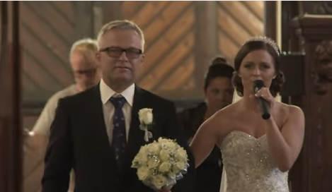 Norway bride's song brings groom to tears