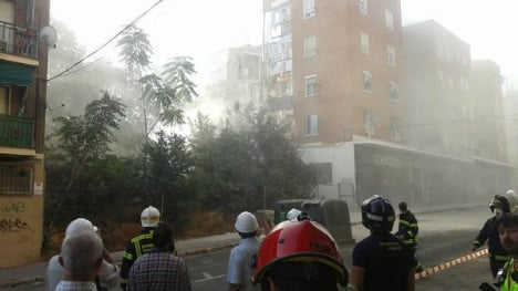 Block of flats collapses after huge cracks appear