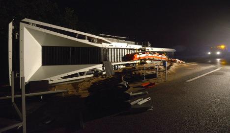 Fallen 80-ton crane blocks Autobahn traffic