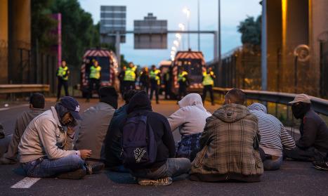 Ending Calais migrants crisis is 'top priority'