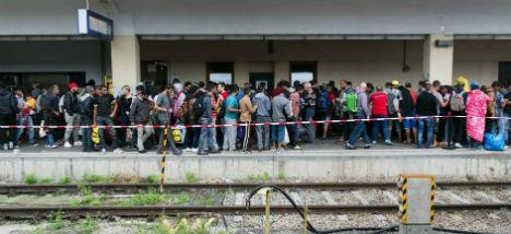 Austria reinstates border controls in refugee crisis