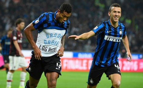 Guarin fires Inter top as Balotelli returns to fray