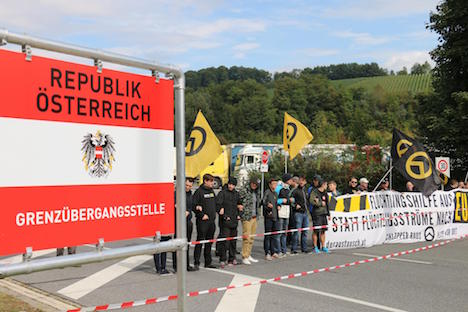 Identitarian activists block border crossing