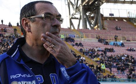 Napoli look to boost embattled Sarri