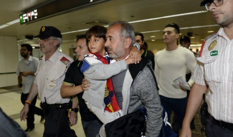 'Gracias España': Syrian tripped up by camerawoman arrives in Madrid