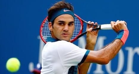Federer advances after effortless win over Mayer