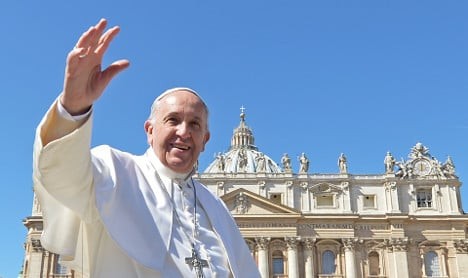 Pope Francis puts up Syrian refugee family