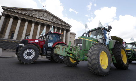 French farmers' tractor protest rolls into Paris