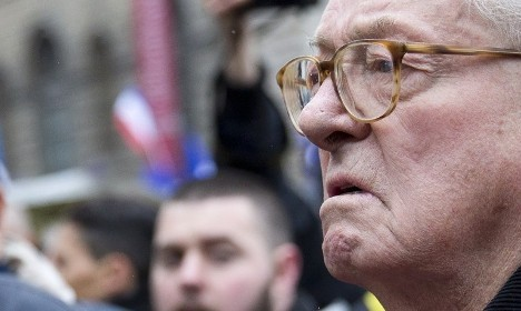 Ousted Le Pen senior forms new group