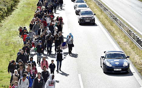 Danish police stop refugee march to Sweden