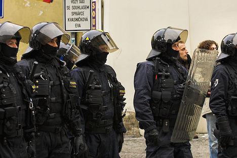 Czech police deploy to Austrian border