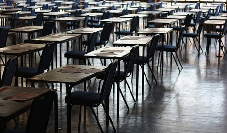 Student 'forced to hold pee' ends up in hospital