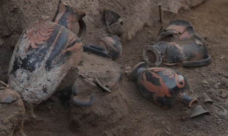 Pre-Roman tomb unearthed in Pompeii
