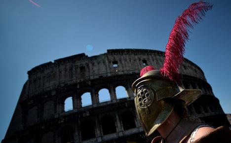 Roman gladiators rob foreign filmmakers