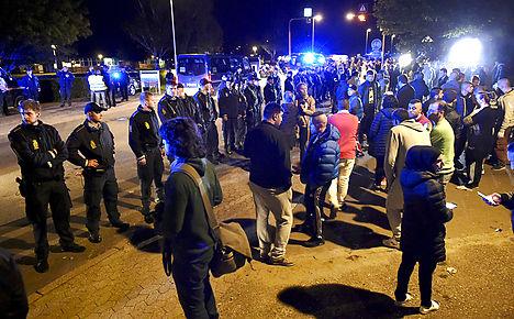 Denmark holds refugees set for Sweden