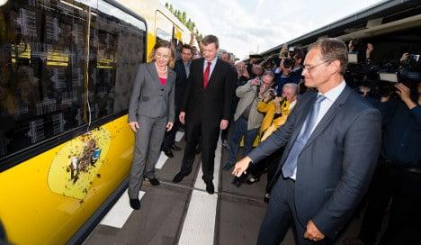 Berlin mayor christens brand-new U-Bahn trains