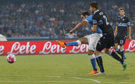 Higuain stars as Napoli pummel Lazio