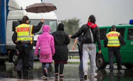 Police hunt smugglers on Czech border