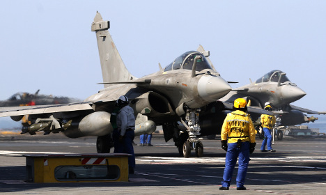 France moves closer to air strikes in Syria
