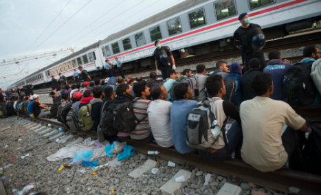 Weekend refugee arrivals fall below 10,000
