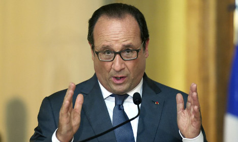Hollande calls on EU to help Turkey's  refugees