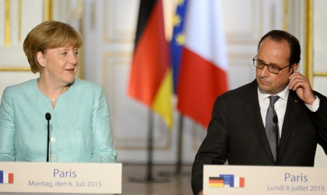 Hollande and Merkel call for strict refugee quotas