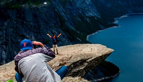 Norway stops Trolltunga photos after deadly fall