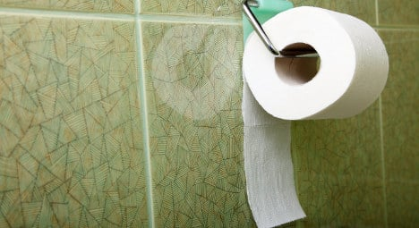 Paris: Pleas by pee-pee ladies flushed away