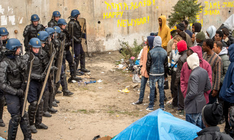 Syrian refugees turfed out of Calais camps