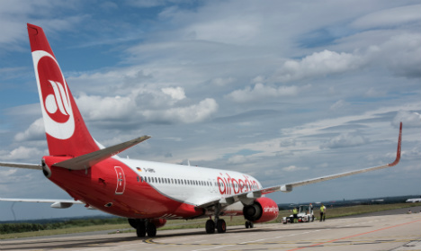 Air Berlin flight forced down by wing fracture