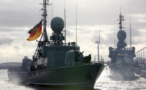 950 soldiers to fight Med people smugglers