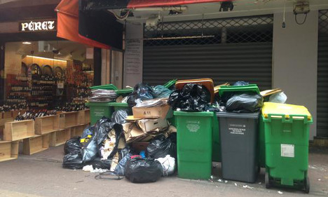 Strike sees rubbish pile up on Paris streets