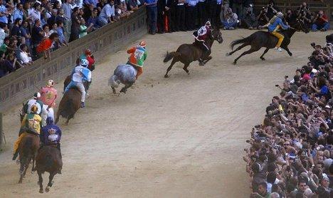 Spooked horse injures four at Palio near Milan