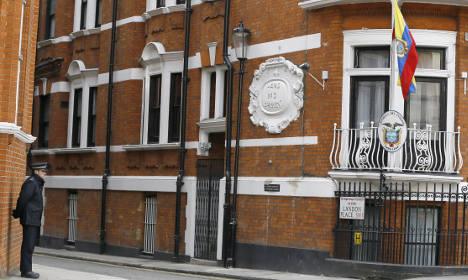 UK ends police guards for Julian Assange