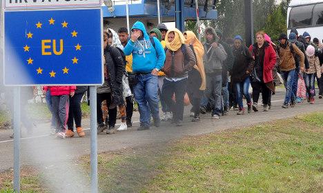Refugees not 'invading' France, Hollande blasts