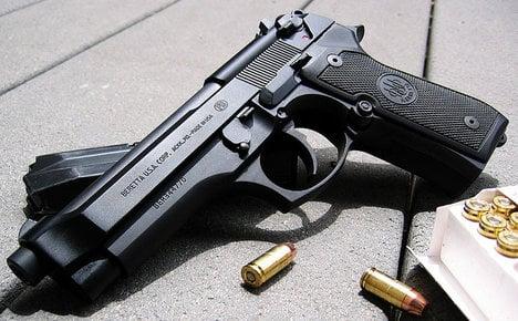 Italian mayor offers 'gun bonus' to citizens