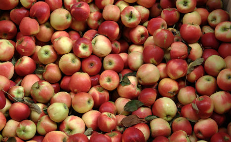 Most supermarket apples 'contain pesticides'